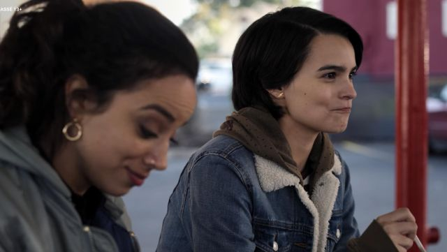 Lightning Earrings outfit worn by Elodie Davis (Brianna Hildebrand) as seen in Trinkets (S01E05) - TV Show Outfits and Products