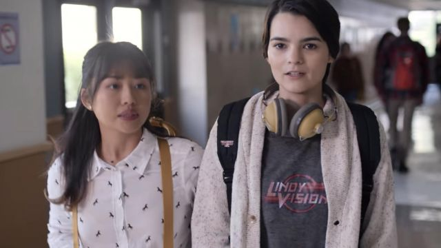 Lindy Vision Grey T-shirt outfit worn by Elodie Davis (Brianna Hildebrand) in Trinkets (Season 01 Episode 01) - TV Show Outfits and Products