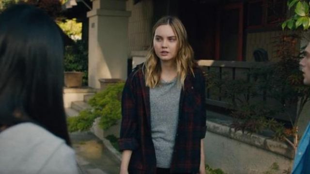 Madewell Grey Short Sleeve Tee outfit worn by McKenna Brady (Liana Liberato) in Light as a Feather Season 02 Episode 14 - TV Show Outfits and Products