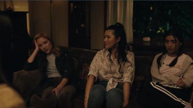 Madewell Grey short sleeve Tee outfit worn by McKenna Brady (Liana Liberato) in Light as a Feather Season 02 Episode 13 - TV Show Outfits and Products