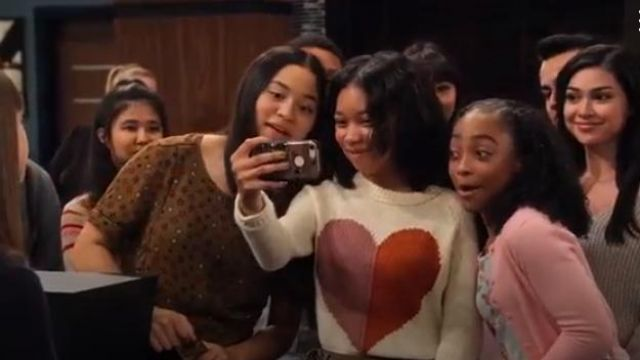 Madewell Keaton Heart Print Sweater outfit worn by Becky (Kyla Drew) in No Good Nick (S01E07)
