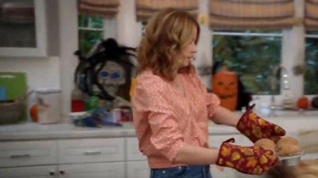 Fashion Trends 2021: Madwell Wrap Top in Star Scatter of Lena (Jenna Fischer) in Splitting Up Together (S01E05)