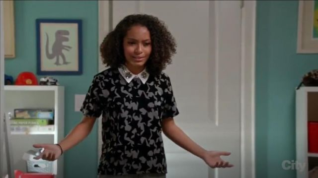 Maje Temporair Star Print T Shirt outfit worn by Zoey Johnson (Yara Shahidi) in black-ish (Season03 Episode08) - TV Show Outfits and Products