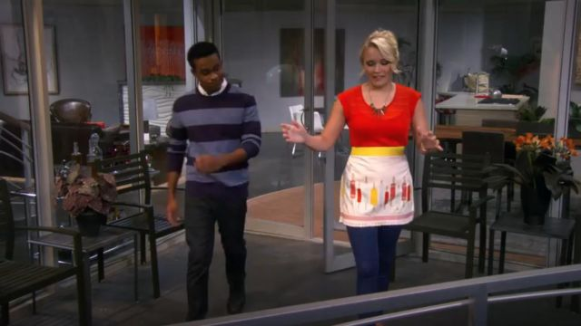 Martha Stewart Collection Rolling Pin Apron outfit worn by Gabi Diamond (Emily Osment) in Young & Hungry (S01E09) - TV Show Outfits and Products