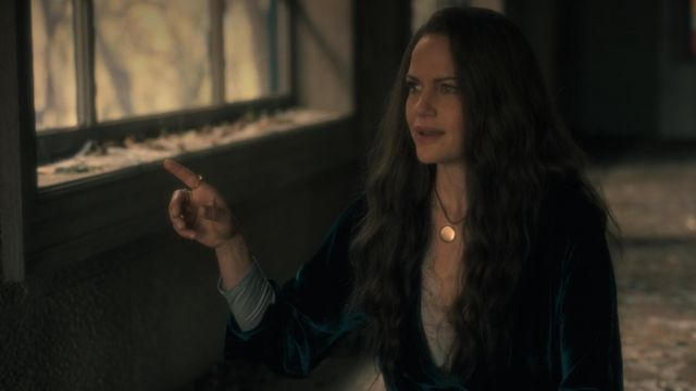 """Medallion to the photo of Olivia (Carla Gugino) seen in """" The Haunting of Hill House - TV Show Outfits and Products"""