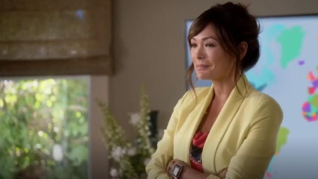 Fashion Trends 2021: Mural Slouchy Boyfriend Blazer outfit seen on Camille (Lindsay Price) in Splitting Up Together (S02E07)
