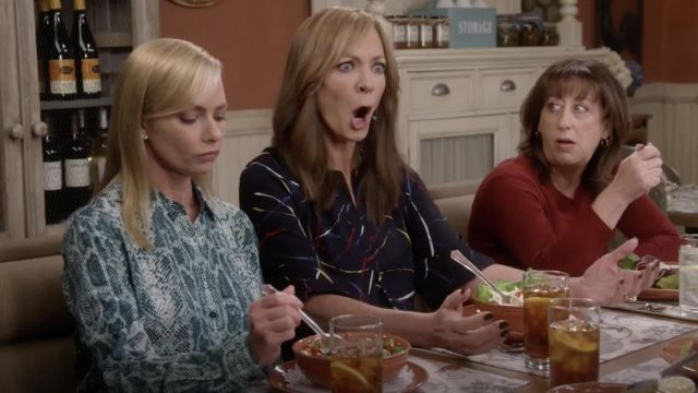 Fashion Trends 2021: NA-KD Trend Snake Print Tunic Shirt outfit seen on Jill Kendall (Jaime Pressly) in Mom S06E12
