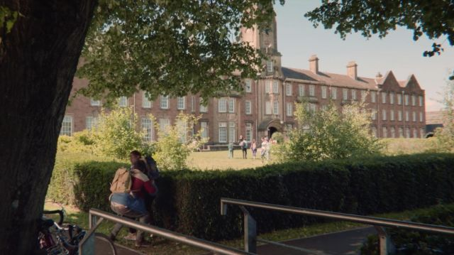 Fashion Trends 2021: Old Caerleon campus of University of South Wales (USW) hosting Moordale Secondary high school in Sex Education S01E02