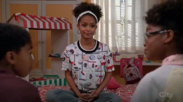 Opening Ceremony Print Short Sleeve Top outfit worn by Zoey Johnson (Yara Shahidi) in black-ish (Season 03 Episode08) - TV Show Outfits and Products