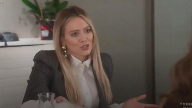 Oscar de la Renta Bold Crystal Earrings outfit worn by Kelsey Peters (Hilary Duff) in Younger (Season06 Episode01) - TV Show Outfits and Products