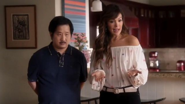 Fashion Trends 2021: & Other Stories billowy embroidered bardot blouse outfit seen on Camille (Lindsay Price) in Splitting Up Together (S02E06)