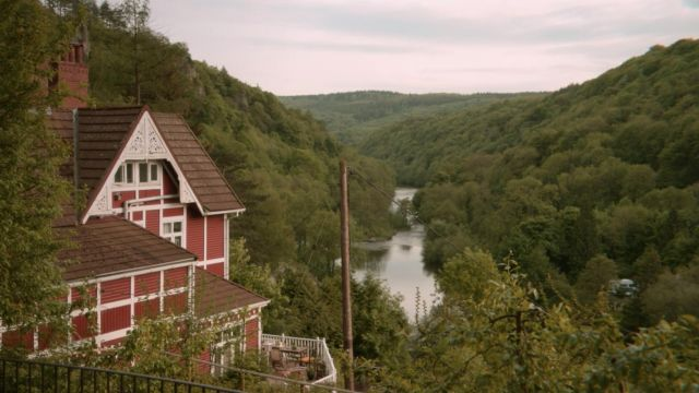 Fashion Trends 2021: Otis' (Asa Butterfield) house next to River Wye, UK as seen in Sex Education S01E04