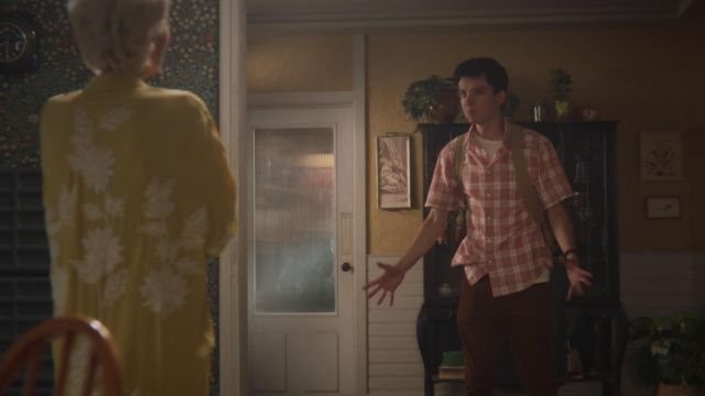 Fashion Trends 2021: Pink plaid shirt outfit seen on Otis (Asa Butterfield) as seen in Sex Education S01E08
