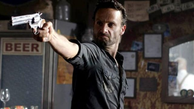 Fashion Trends 2021: Pistol Colt Python Rick Grimes (Andrew Lincoln) seen in The Walking Dead Season 2 Episode 8