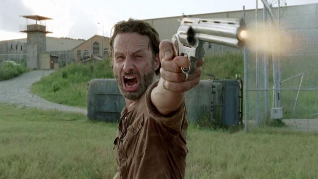 Fashion Trends 2021: Pistol Colt Python Rick Grimes (Andrew Lincoln) seen in The Walking Dead Season 4 Episode 8