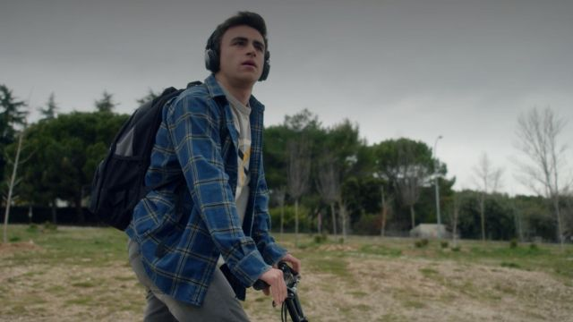 Plaid shirt outfit worn by Samuel (Itzan Escamilla) seen in Elite Season 1 Episode 1 - TV Show Outfits and Products