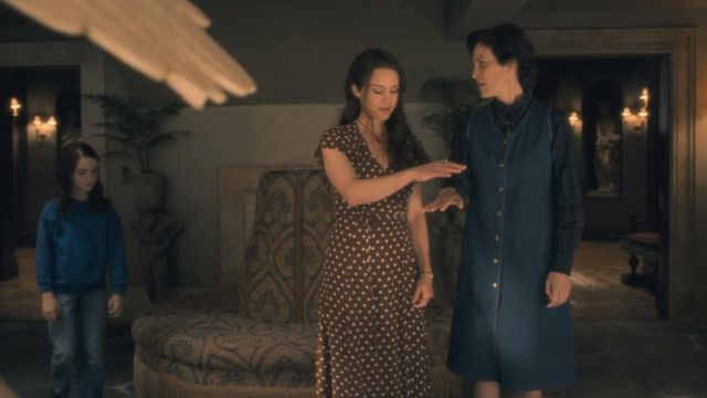 """Fashion Trends 2021: Polka dot dress and Olivia Crain (Carla Gugino) seen in """" The haunting of Hill House Season 1 Episode 3"""