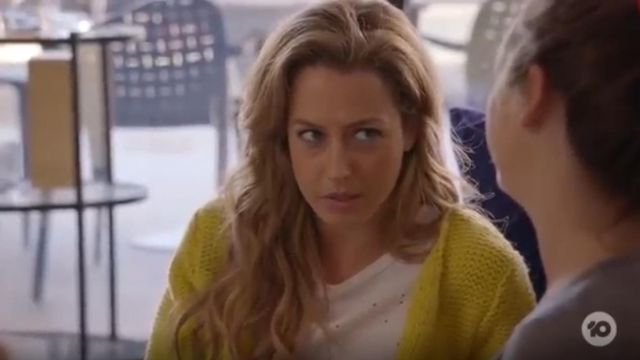 Fashion Trends 2021: Product Iro Clay Linen Tee outfit worn by Jessie Davies (Isabella Giovinazzo) in Playing for Keeps Season 02 Episode 01