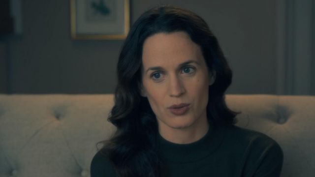 Pull of Shirley Crain (Elizabeth Reaser) seen in The Haunting of Hill House (Season 1 Episode 2) - TV Show Outfits and Products