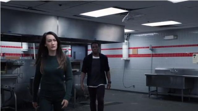 Pullover outfit worn by Hannah Wells (Maggie Q) in Designated Survivor (Season 03 Episode 02) - TV Show Outfits and Products