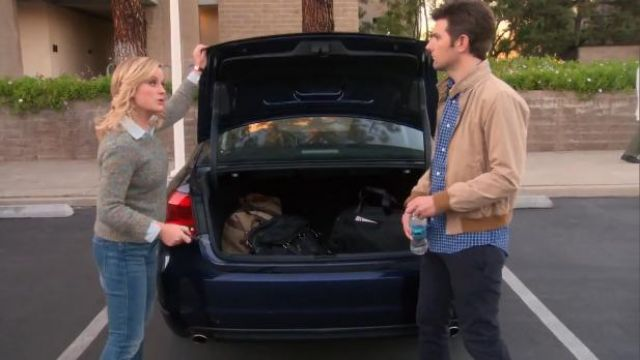 Rag & Bone Holst pullover outfit worn by Leslie Knope (Amy Poehler) in Parks and Recreation (S05E17) - TV Show Outfits and Products