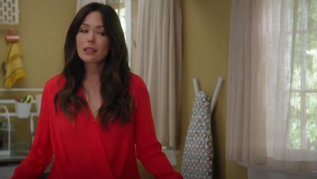 Fashion Trends 2021: Rag & Bone Victor Blouse in red outfit seen on Camille (Lindsay Price) in Splitting Up Together (S01E02)