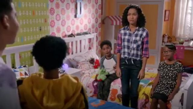 Rag & Bone Zip Detail Skinny Jeans outfit worn by Zoey Johnson (Yara Shahidi) in black-ish (Season01 Episode17) - TV Show Outfits and Products
