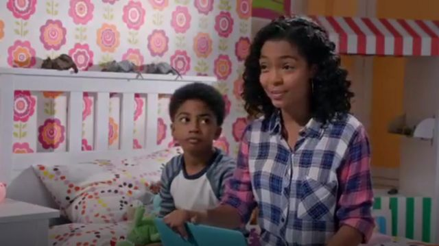 Rails Jackie Mixed Button Down outfit worn by Zoey Johnson (Yara Shahidi) in black-ish (Season01 Episode17) - TV Show Outfits and Products