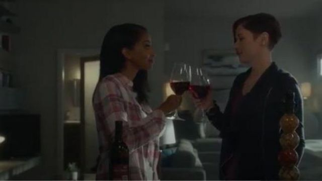 Rails pink plaid shirt outfit worn by Kelly Olsen (Azie Tesfai) in Supergirl Season 05 Episode 02 - TV Show Outfits and Products