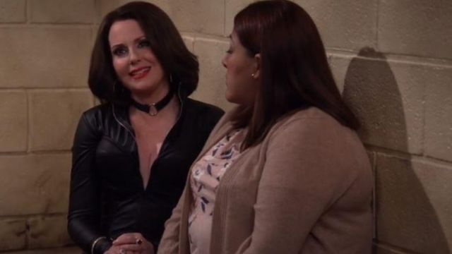 Ras of the neck of Karen Walker (Megan Mullally) seen in Will & Grace (Season 2 Episode 3) - TV Show Outfits and Products