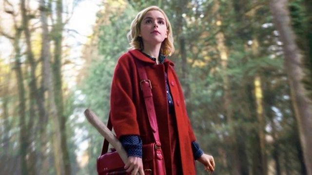 Red coat with a peter pan collar of Sabrina Spellman (Kiernan Shipka) seen in Chilling Adventures of Sabrina (Season 1 Episode 1)