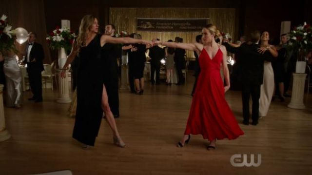 Red dress outfit worn by Sara Lance (Caity Lotz) in DC's Legends of Tomorrow (S04E09) - TV Show Outfits and Products