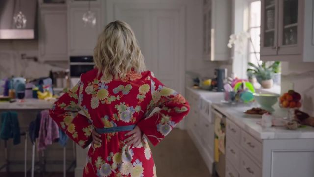Red kimono flowers patterned outfit worn by Jennie Garth as seen in Beverly Hills 90210 - TV Show Outfits and Products