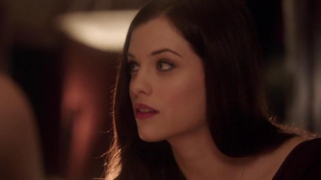 Red lips of Helena Bertinelli (Jessica de Gouw) seen in Arrow Season 1 Episode 8 - TV Show Outfits and Products