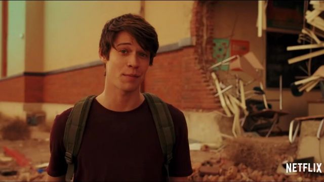 Red maroon t-shirt outfit worn by Josh Wheeler (Colin Ford) in Daybreak (S01) - TV Show Outfits and Products