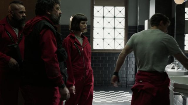 Fashion Trends 2021: Red suit of the robbers in The casa de papel Season 1E11