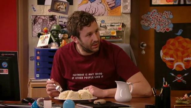 Fashion Trends 2021: Red t-shirt of Roy (Chris O'dowd) seen in The IT Crowd Season 4 Episode 4