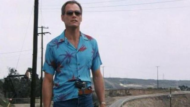 Rick Hunter's (Fred Dryer) blue hawaiian shirt as seen in Hunter S02E06 - TV Show Outfits and Products