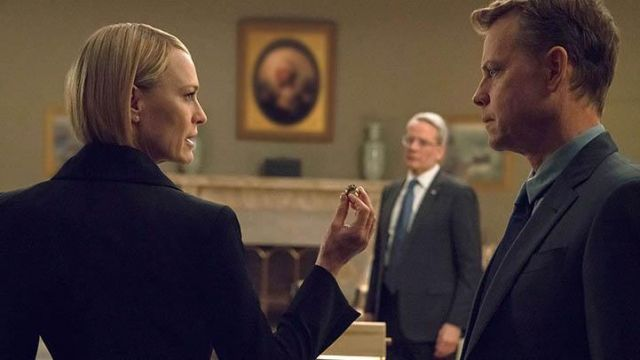Ring of Frank Underwood held by Claire Underwood (Robin Wright) seen in House of Cards (Season 6) - TV Show Outfits and Products