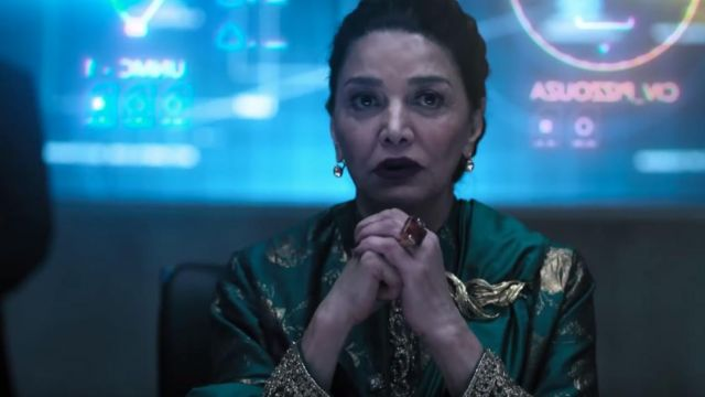Ring with brown stone of Chrisjen Avasarala (Shohreh Aghdashloo) in The Expanse Season 4 - TV Show Outfits and Products