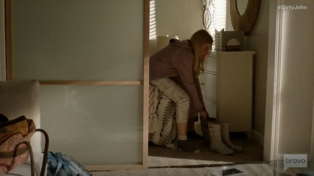 Fashion Trends 2021: Sanctuary Clothing Terrain Crop Pant outfit seen on Terra Newell (Julia Garner) in Dirty John S01E08