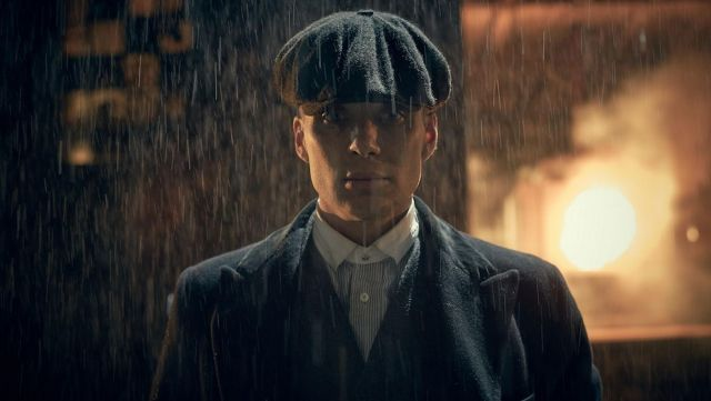Fashion Trends 2021: Shirt's white collar Thomas Shelby (Cillian Murphy) seen in Peaky Blinders Season 2 Episode 1
