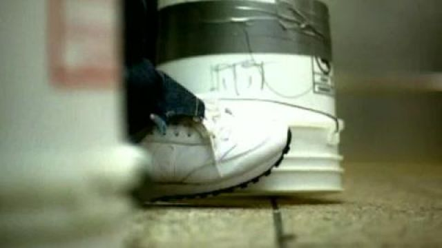Shoes Reebok classic leather in the video of Karma by Alicia Keys - Youtube Outfits and Products