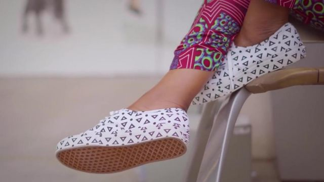 Shoes Van's in the video Nakupenda - French Version of Yemi Aladé - Youtube Outfits and Products