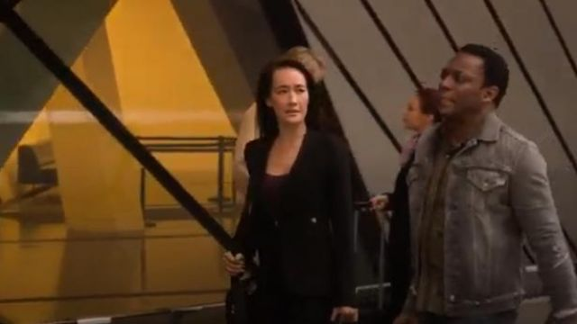 Smythe Duchess Blazer in Black outfit worn by Hannah Wells (Maggie Q) in Designated Survivor (Season 03 Episode 04) - TV Show Outfits and Products