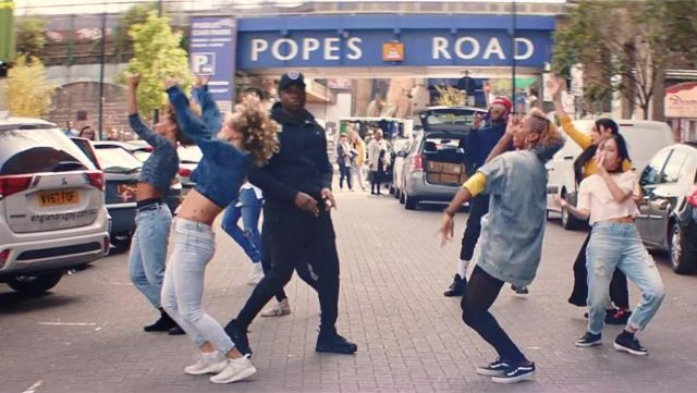 Sneakers Adidas NMD R2 in the clip the Man don t dance Big Shaq - Youtube Outfits and Products