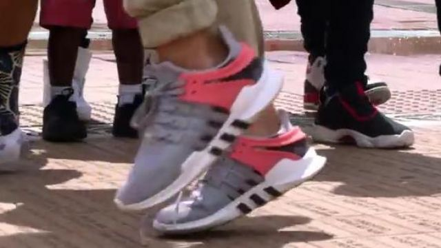 Sneakers Adidas Originals EQT gray and pink an extra in the clip, the Rolex Ayo and Teo - Youtube Outfits and Products