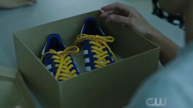 Sneakers Adidas lace-up yellow of Archie Andrews (K. J. Apa) seen in Riverdale Season 3 Episode 2 - TV Show Outfits and Products