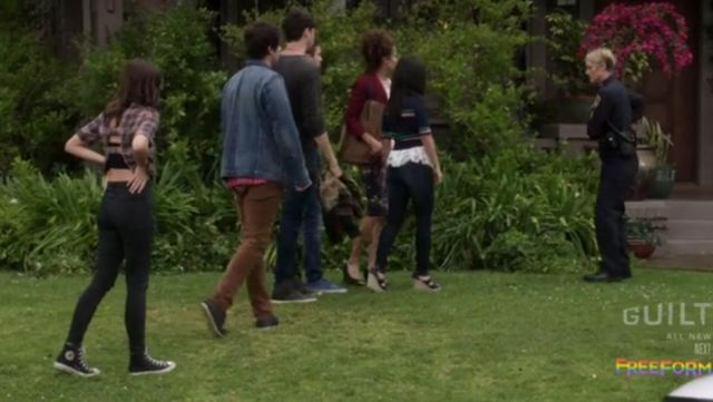 Fashion Trends 2021: Sneakers Converse high tops black Callie Jacob (Maia Mitchell) on The Fosters Season 4 Episode 1