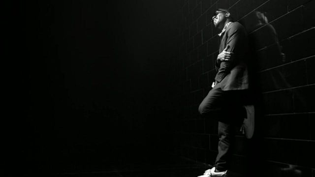 Sneakers Louis Vuitton Mr. Hudson 'White' Kanye West in the video Ego Beyonce - Youtube Outfits and Products